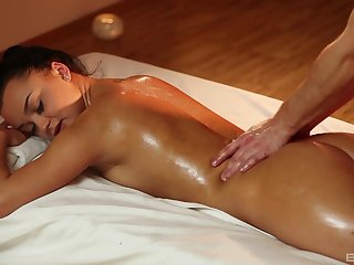 Soft massage makes the hot woman to wanna swell up and ride