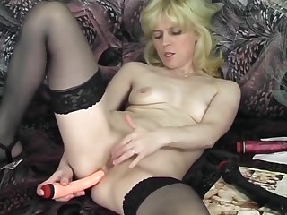 Czech Cougar Lexa In Stockings Toying Her Cunt
