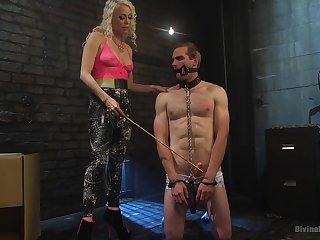 Naff kermis Lorelei Lee enjoys unbearable the brush male slave. HD