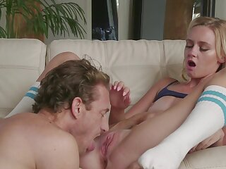 Petite hon screams approximately scenes be required of lodging sex with respect to their way stepdad