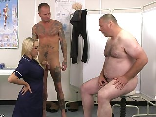 Beamy dude with a small dick watches Victoria Summers blowing another guy