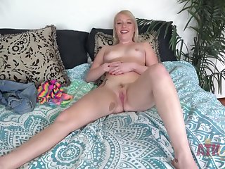 Dixie Lynn Shows Her Pussy After Interview