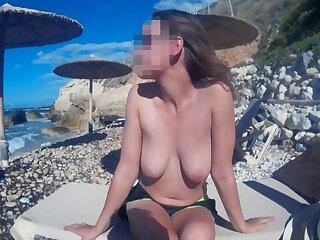 The guy picked up a hatless girl on the beach, natural big tits, relax of the same sort
