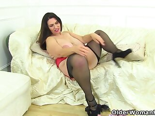 Licks The brush And Fingers The brush Fanny - Josephine James, Daniella English And Huge Boobs