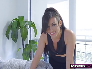 Step-Mom Wakes Son For Cock And Creampie S7:E2