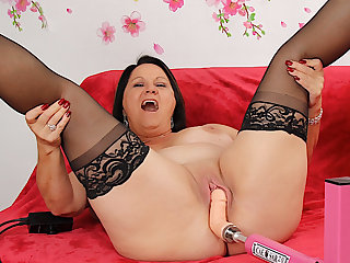 Chunky Mature Beauty Leylani Wood Enjoys a Machine Induced Advance creep