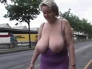 Housewife Chubby BEAUTIFUL WOMEN with Big Juggs