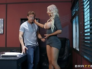 Nicolette Shea gets their way shaved cunt fucked at the end of one's tether a attracting clothes-horse