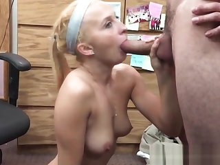 Cocksucking pawn babe tastes brokers jizz