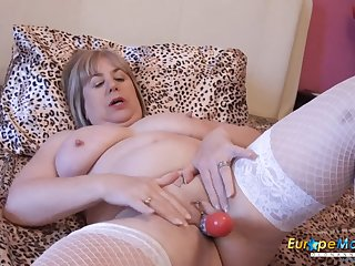 EuropeMaturE Hot British Mature Self Toying