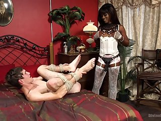 Ebony Ana Foxxx wants just about please friend's sexual desires less her room