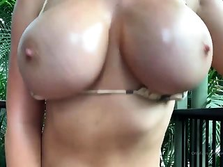 Busty girlfriend gives handjob with obese cumshot happy end
